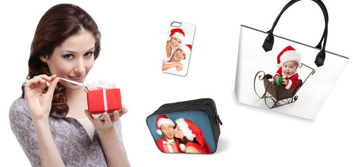 banner frau mit kleinem Paeckchen und fotogeschenken mit weihnachtsmotiven