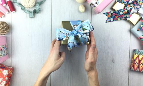 geschenkschleifen binden für kleine geschenke