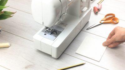 quadratische pappe zum stoffrosen selber machen
