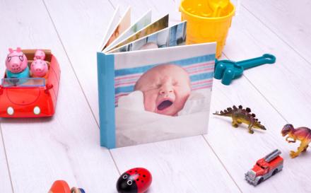 foto kinderbuch und andere spielzeuge